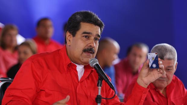 La economía venezolana cae un 50% desde que Maduro es presidente