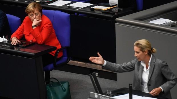 Merkel intenta moderar el tono del debate sobre la inmigración