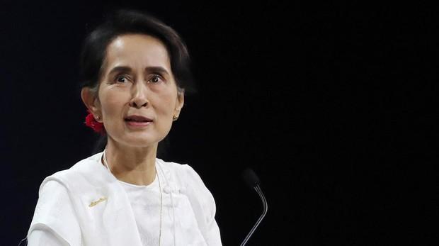 La Nobel de la Paz Suu Kyi defiende la condena a cárcel de dos periodistas de Reuters