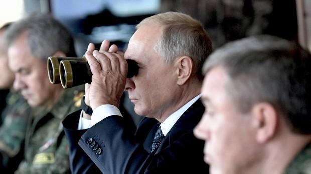 El presidente Putin, en la maniobras militares más grandes de rusia, ayer, en Tsogul