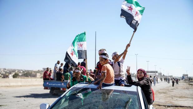 Los miles de yihadistas mezclados entre civiles retrasan el asalto a Idlib