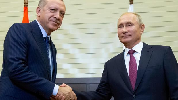 Putin y Erdogan acuerdan renunciar a la ofensiva sobre Idlib y crear una zona desmilitarizada