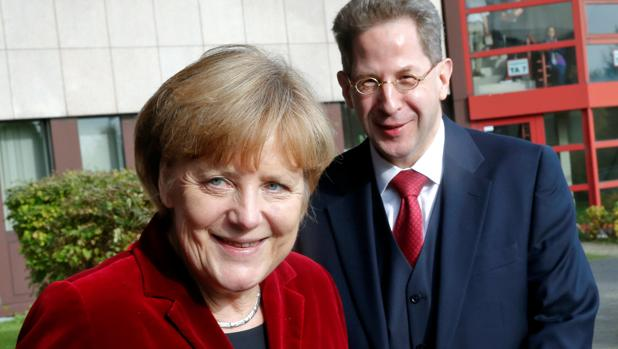 Merkel destituye al jefe del espionaje alemán por poner en duda la «caza al inmigrante» por la ultraderecha