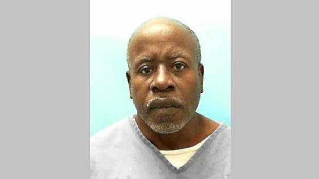 Un preso estrangula a un compañero de celda, le saca los ojos y se hace un collar con una oreja