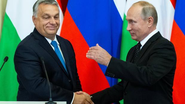 Orban acude a Putin en busca de consuelo a sus disgustos con la UE