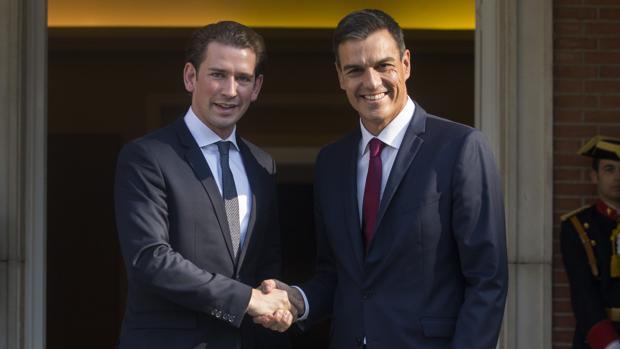 El canciller de Austria, Sebastian Kurz, y el presidente de España, Pedro Sánchez