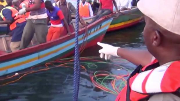 Al menos 94 muertos por el naufragio de un ferry con 400 personas a bordo en el lago Victoria
