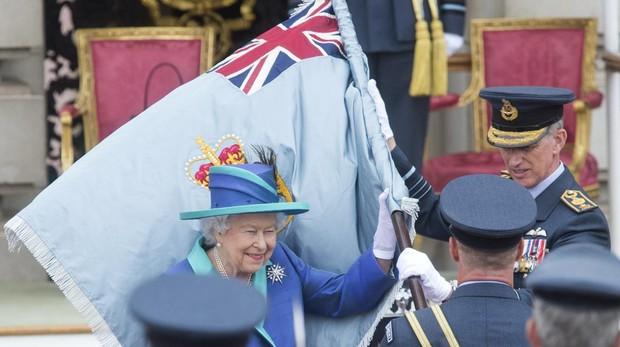 Detenido un hombre en la entrada del palacio de Buckingham por llevar una pistola taser