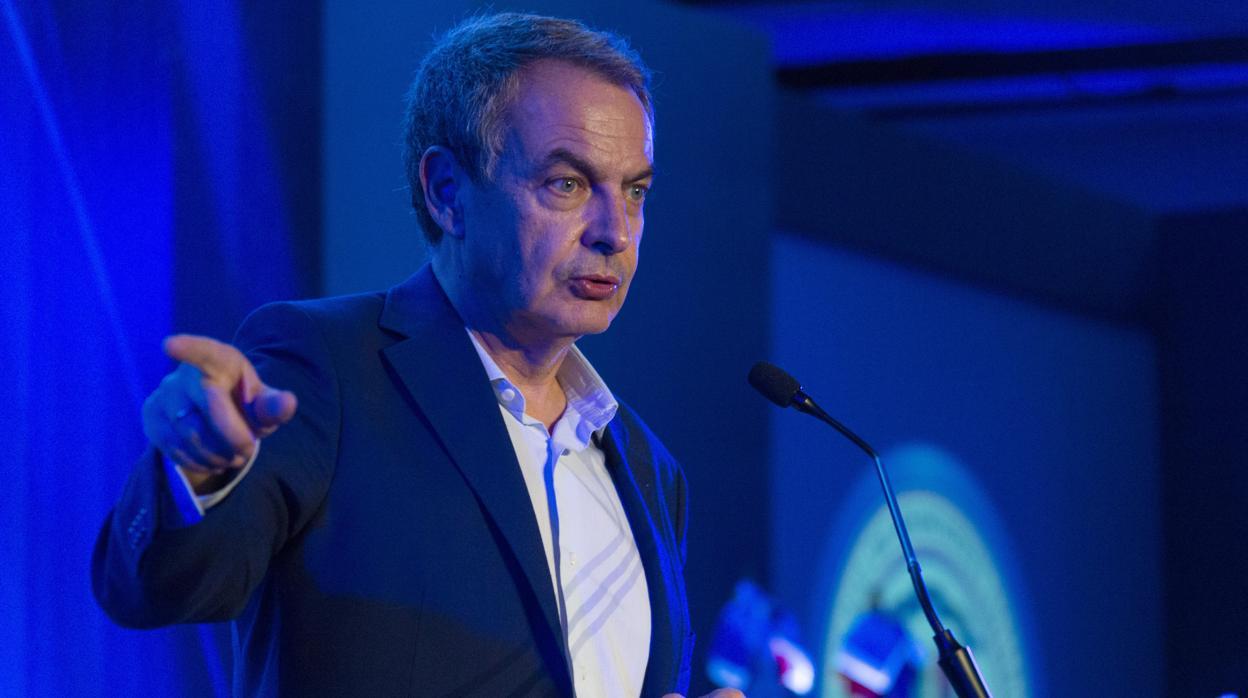 El Gobierno español critica los «insultos» del secretario general de la OEA a Zapatero y pide respeto