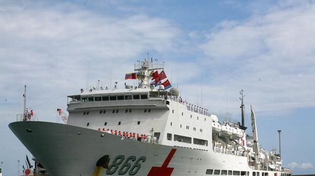 Maduro recibe al buque hospital chino tras vetar al de EE.UU.