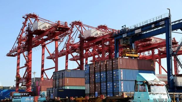 China denuncia que es difícil negociar cuando EE.UU. te «pone un cuchillo en el cuello»