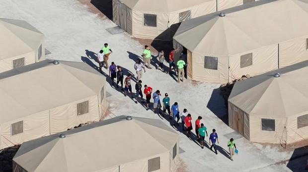 El gran centro de detención de menores inmigrantes en EE.UU. «Tornillo es una máquina para la deportación»