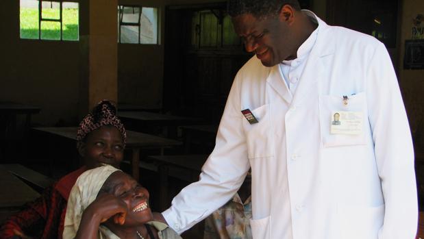 El doctor Mukwege dedica su Nobel a las mujeres «dañadas por los conflictos»