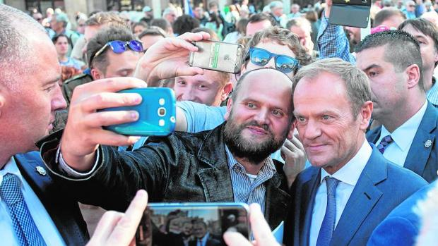 A la derecha, el presidente del Consejo Europeo, Donald Tusk