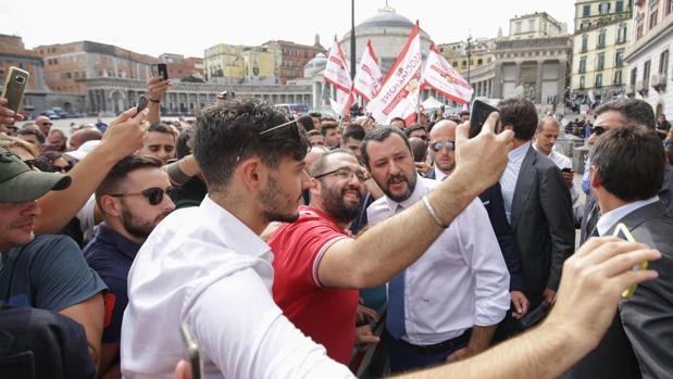 Salvini amenaza con cerrar los aeropuertos a los refugiados que regresan de Alemania