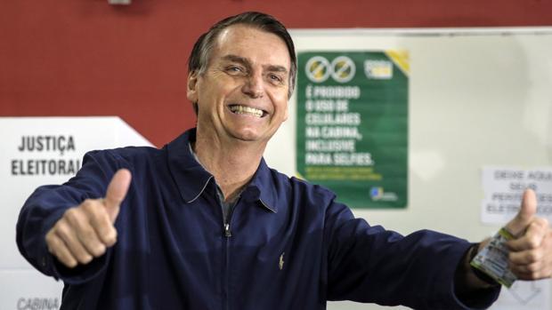 Bolsonaro atrae contra pronóstico a muchas mujeres y pobres de Brasil