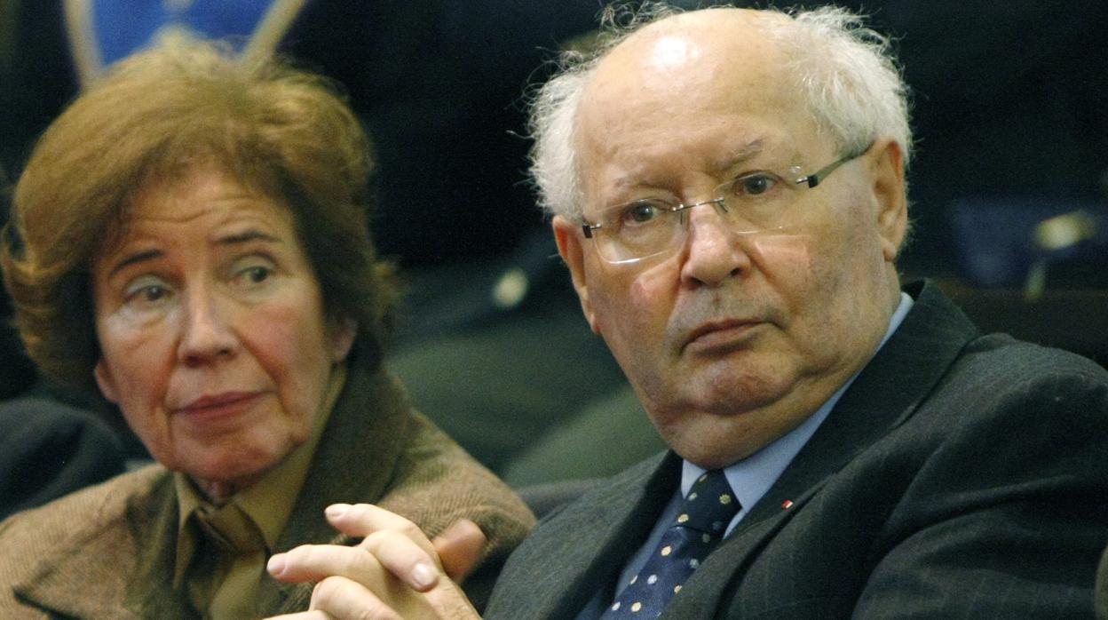 Condecoran a la pareja que dedicó su vida a «cazar» a criminales nazis