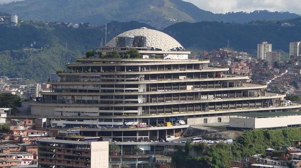 Así es El Helicoide, la «casa de los horrores» donde se tortura a la oposición chavista en Venezuela