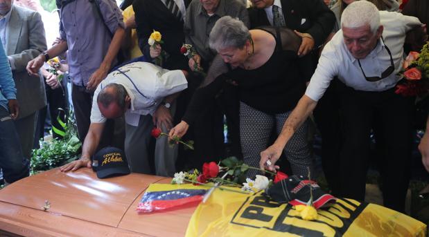 El chavismo descalifica la reputación del concejal muerto mostrándolo como un pedófilo