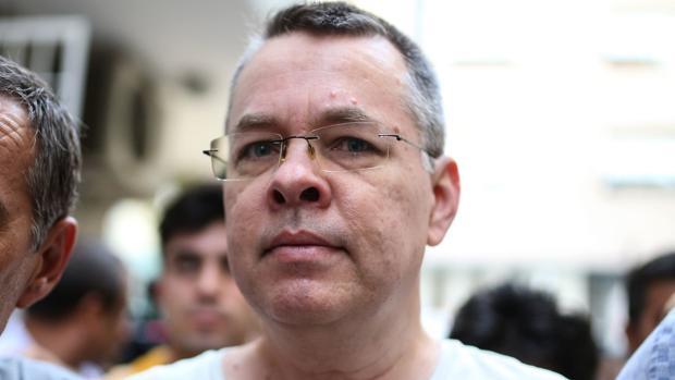 Un tribunal turco ordena la puesta en libertad del pastor estadounidense Andrew Brunson