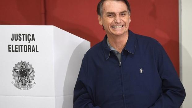 Bolsonaro aventaja en 16 puntos al candidato de Lula
