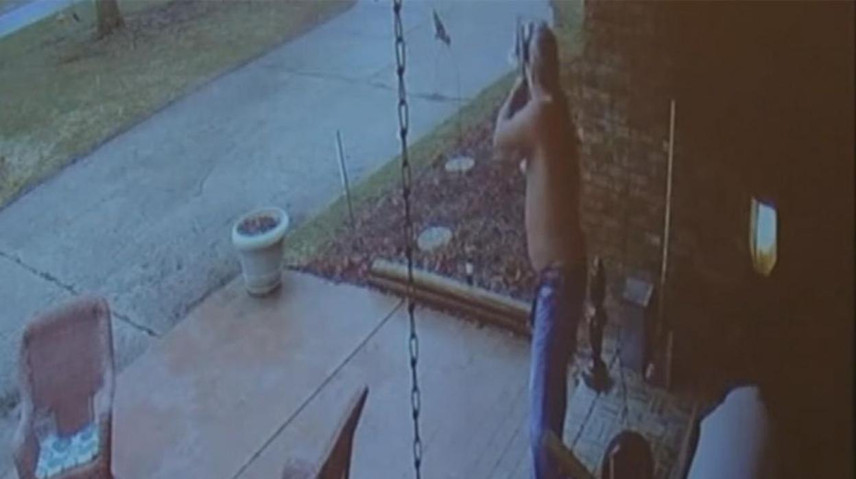 Dispara a un niño de 14 años que perdió el autobús y se acercó a preguntarle la dirección al colegio