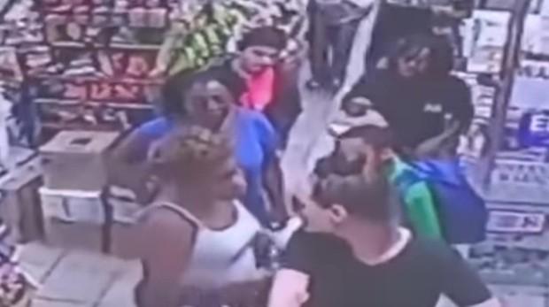 Una mujer acusa de agresión sexual a un niño de 9 años que le rozó sin querer con su mochila