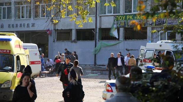 Un estudiante mata a 19 personas y hiere a más de 50 en el ataque de un estudiante a un instituto de Crimea