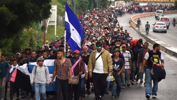 La caravana de centroamericanos desafía a Trump y continúa rumbo a EE.UU. pese a sus amenazas