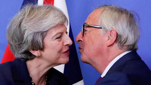 Theresa May se presenta en Bruselas sin ideas nuevas, pero las dos partes seguirán negociando