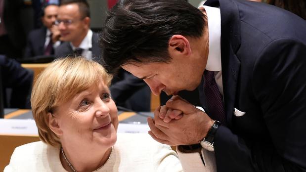 Bruselas trata de evitar una crisis grave del euro por culpa de Italia