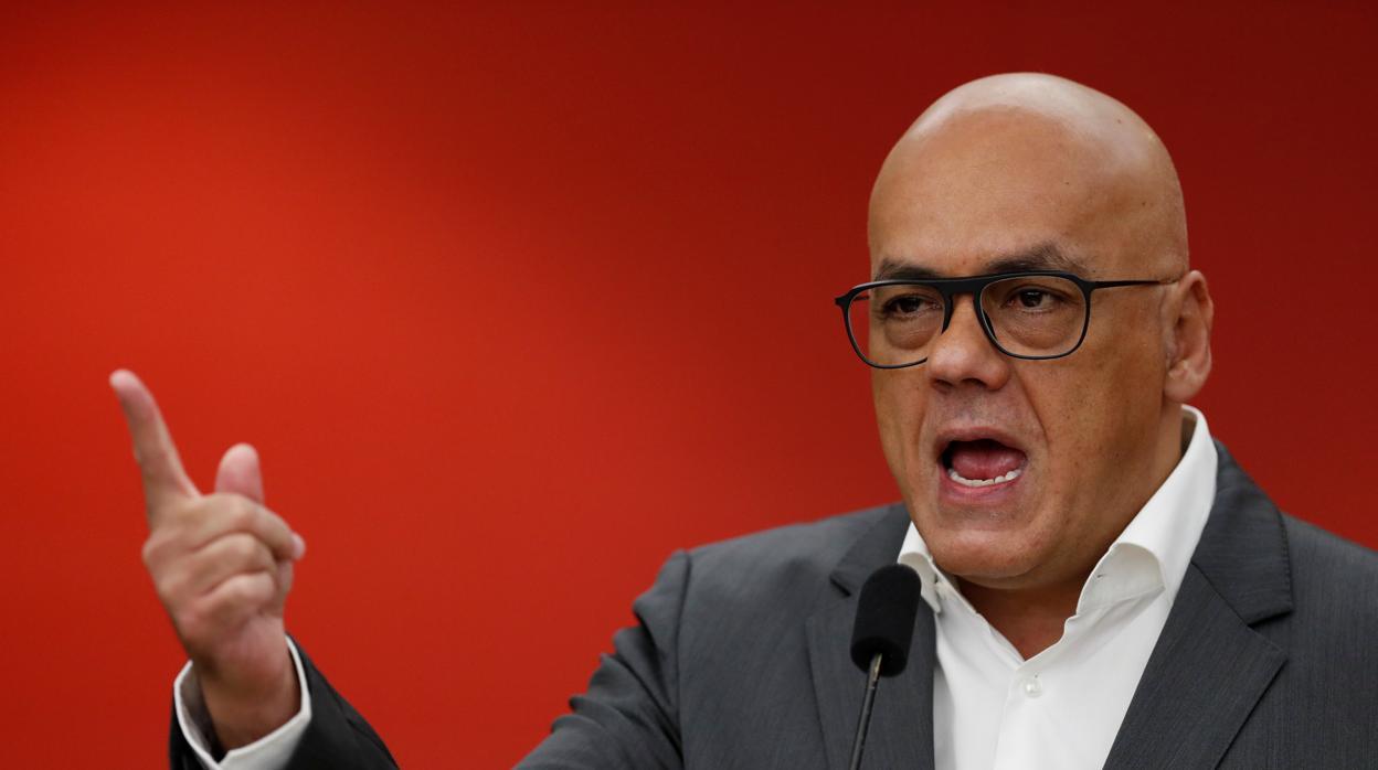 Ecuador califica de «socialismo corrupto» al gobierno de Maduro y expulsa a su embajadora