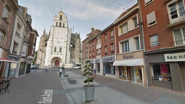Un hombre vivió con el cadáver de su padre durante 10 años en Francia