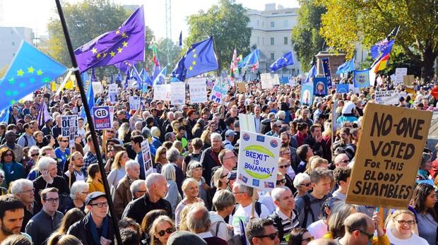 Medio millón de personas salen a las calles de Londres para pedir un segundo referéndum sobre el Brexit