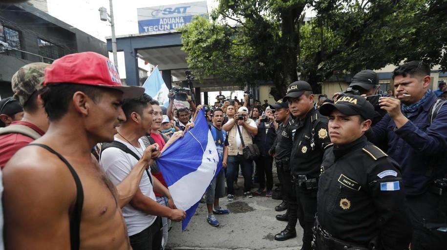 La Caravana de hondureños que desafía a Trump llega a México