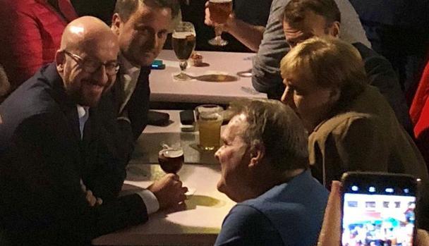 El primer ministro de Bélgica, Charles Michel, la canciller alemana, Angela Merkel, el presidente francés Emmanuel Macron y el primer ministro de Luxemburgo, Xavier Bettel, son vistos durante una reunión informal en Bruselas
