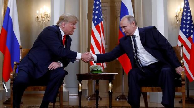 El presidente Trump y su homólogo ruso, Vladimir Putin, durante un encuentro
