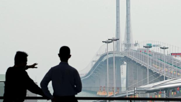 Vista general del puente, el más largo del mundo sobre el mar