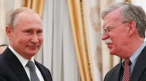 Bolton le dice a Putin que no ha venido a Moscú en son de paz pero sí a responder a cualquier pregunta