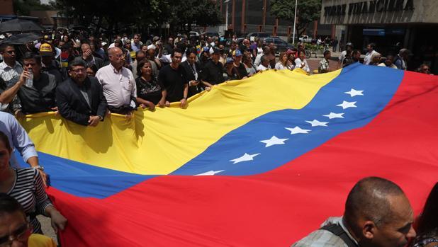 El Parlamento Europeo reclama a Maduro una autopsia independiente e internacional del concejal Albán