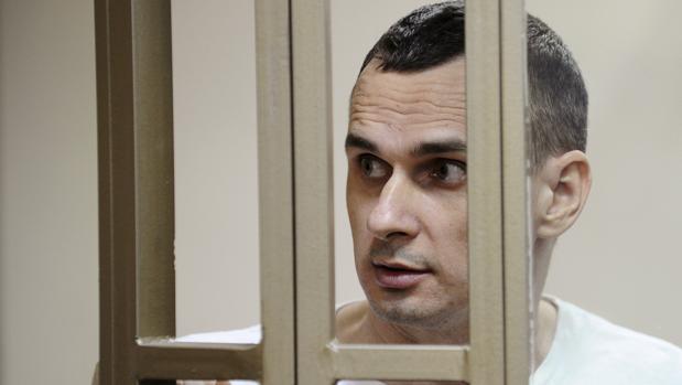 El cineasta ucraniano Oleg Sentsov, encarcelado en Rusia, gana el premio Sájarov 2018