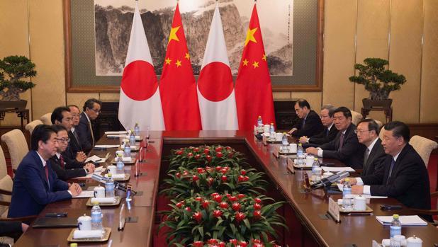 Shinzo Abe y Xi Jinping, durante su encuentro en Pekín
