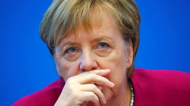 Merkel llamó por teléfono a Rajoy para interesarse por los detalles de su retirada