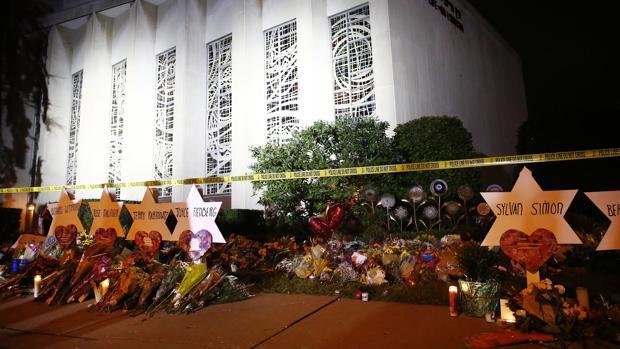 El autor del tiroteo en la sinagoga de Pittsburgh se declara no culpable de todos los cargos