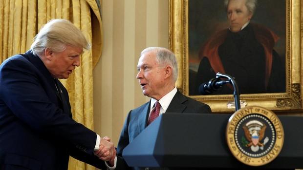 Trump destituye a Jeff Sessions como fiscal general de EE.UU.
