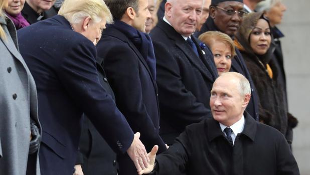 Trump y Putin se saludan durante la ceremonia del aniversario del Armisticio de la Primera Guerra Mundial