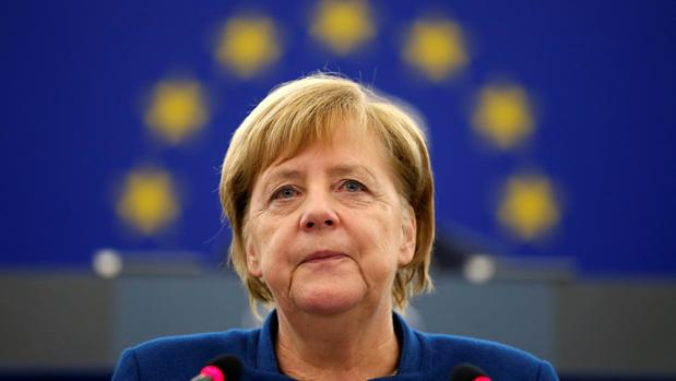 Merkel defiende la idea de crear un «ejército europeo» minutos después de los ataques de Trump a Macron