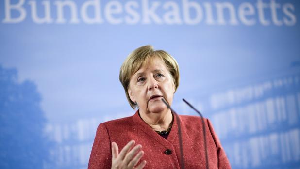 La canciller alemana, Angela Merkel, ofrece una rueda de prensa tras asistir a un Consejo de Ministros sobre digitalización en el Instituto Hasso Plattner en Potsdam (Alemania)