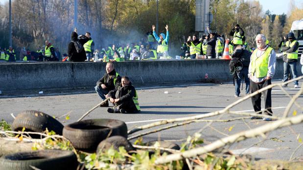 Un centenar de cortes de carreteras en Francia en el tercer día de protesta