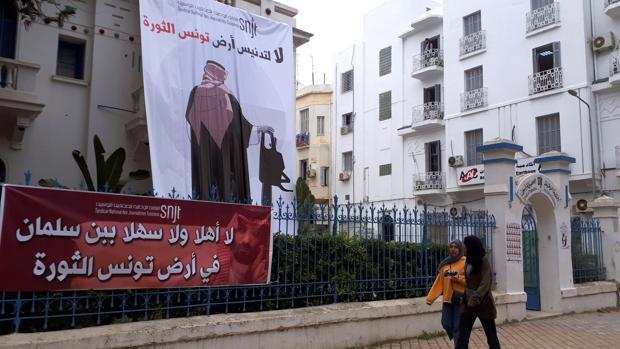 Partidos de oposición y asociaciones de la sociedad civil tunecina iniciaron una serie de protestas contra la visita de Bin Salman